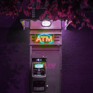 Stylischer Geldautomat als Zeichen für Funding Rounds