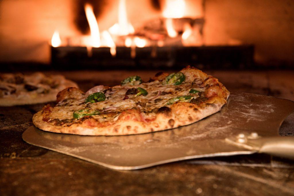 Bild einer Holzofenpizza