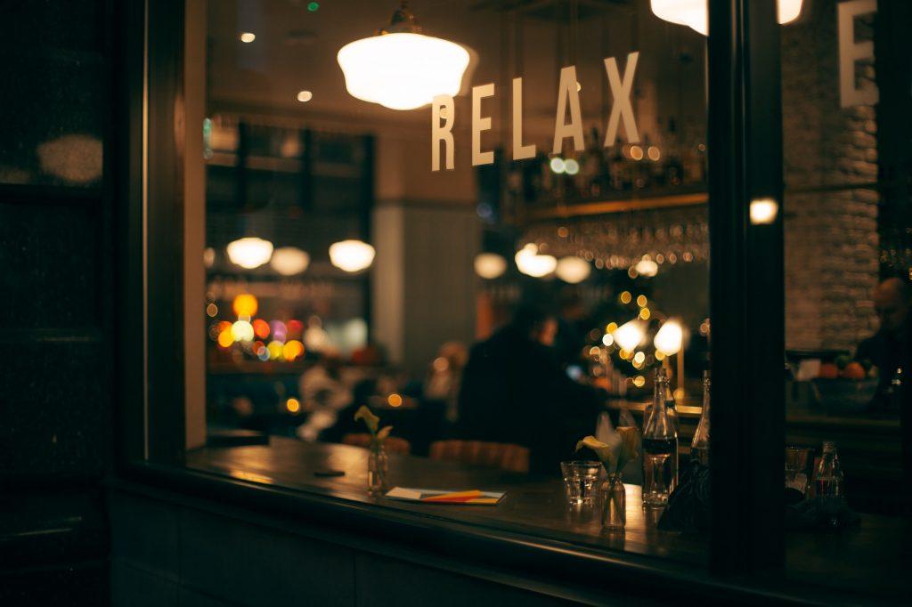 Cafe als Symbolbild für Work-Life-Balance